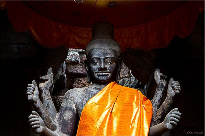 Upper half of a large black vishnu statue.