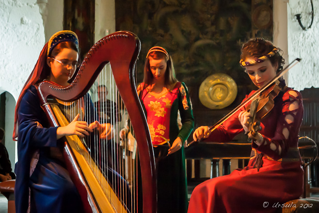 Harp and Violin players in Medieval costume, Bunratty Castle Ireland