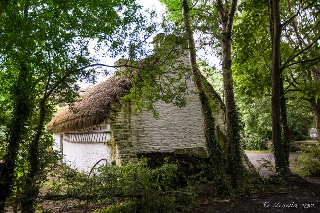 Thatched, whitewashed Loop Head House, Bunratty Folk Park, Ireland