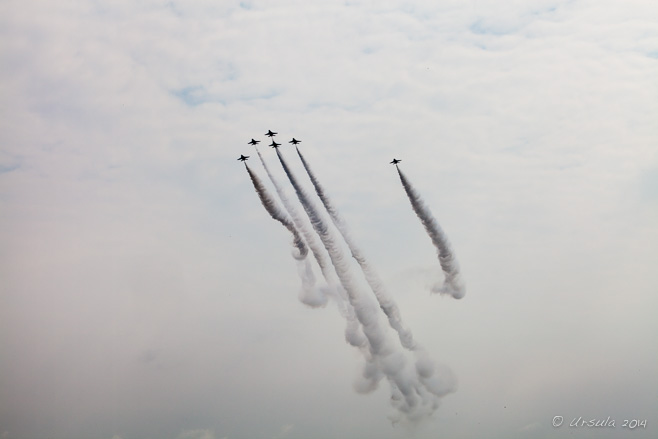 Trailing decorative plumes of smoke, the RSAF Black Knights,  Singapore Airshow 2014
