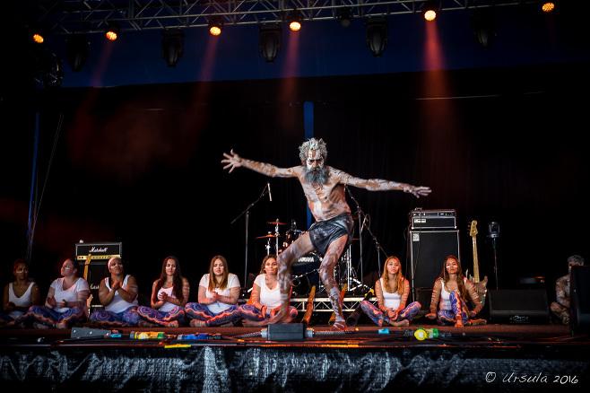Arakwal aboriginal man dancing on stage, Boomerang, Byron Bay Bluesfest 2016 AU