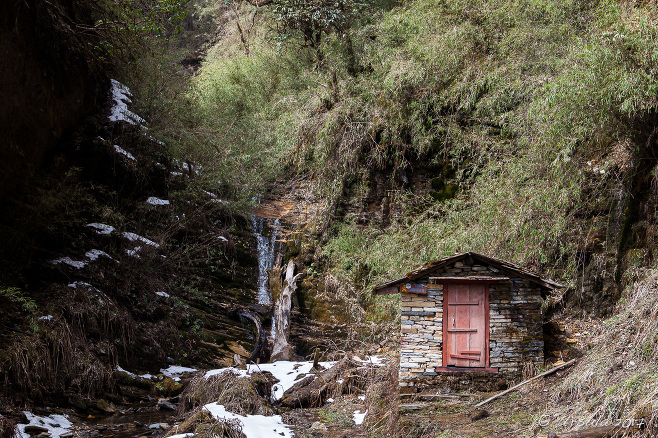Old hut on a waterfall on the Thulo Odar Kkarka, Annapurna CA, Nepal