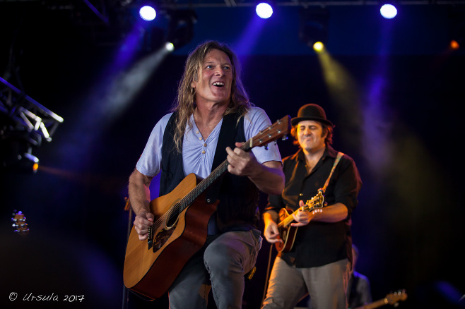 Chris Eaton and Chris Brooker Round Mountain Girls, Byron Bay Bluesfest 2017, Australia